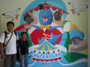 narsis dulu di depan circus water parknarsis dulu di depan circus water park